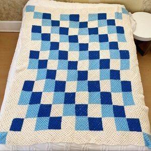 Vintage crochet blanket blue cream twin bedspread